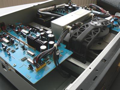 Tegenwoordig hebben fabrikanten iets minder printplaten en onderdelen nodig voor een cd-speler: de Teac wordt oud!