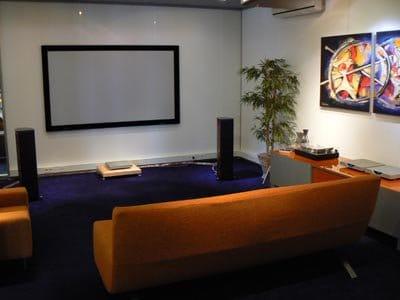 De luisterruimte bij Art's Audio in Naaldwijk.