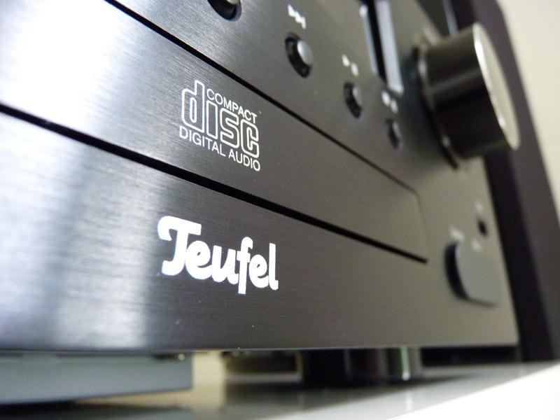 Teufel heeft de Impaq 40 voorzien van een keurig metalen frontje.
