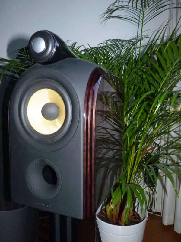 Bowers Wilkins PM1 front