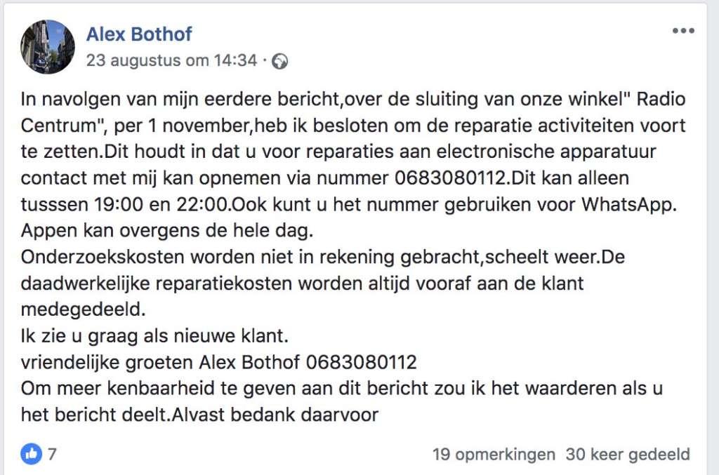 Alex Bothof - bojna dertig jaar lang werkzaam bij radio Centrum - gaat door met repareren